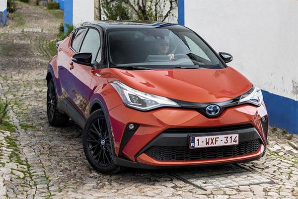 Toyota C-HR Hybrid 1.8 122 KM